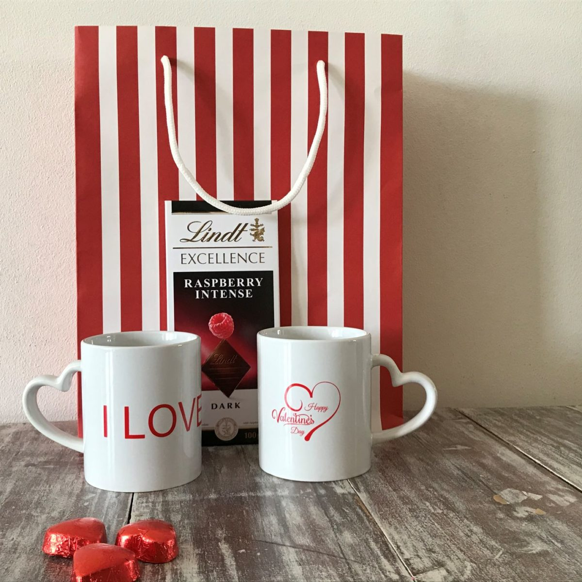 Valentine's Day mugs with a Lindt chocolate slab